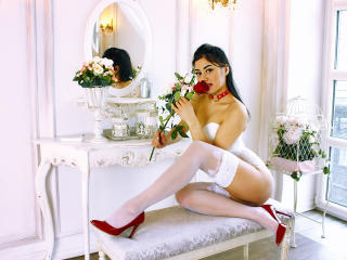 ArabianHottieOne striptease chat
