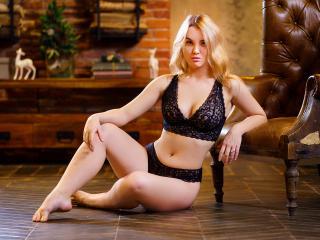 Webcam model BettyLagoon from XLoveCam