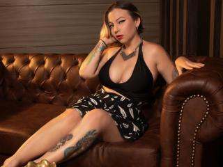 Webcam model CherryVon from XLoveCam