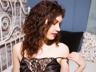 Webcam model CurlySonia from XLoveCam