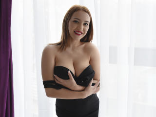 Webcam model EmillyBlink from XLoveCam