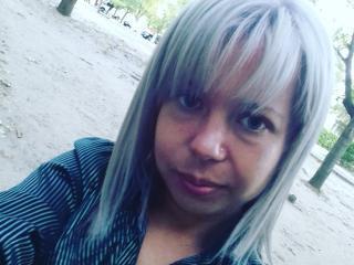Webcam model EstherIris from XLoveCam