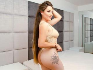 Webcam model ImaraRoss from XLoveCam