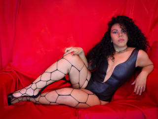 Webcam model LeonelaSmith from XLoveCam