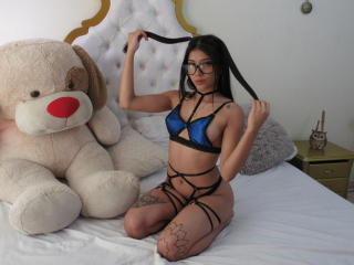 Webcam model LucieBelleX from XLoveCam