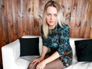 Webcam model MelinaAmber from XLoveCam