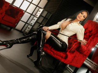 Webcam model MistressKennya from XLoveCam