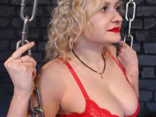 Webcam model QueenNicolee from XLoveCam