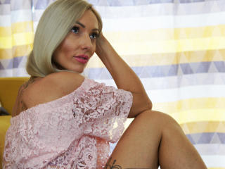 Webcam model RikaSteel from XLoveCam