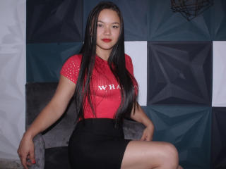 Webcam model SelenaKahlo from XLoveCam