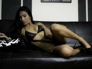 Webcam model ShairaHott from XLoveCam
