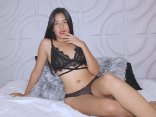 Webcam model SophiaSimmons from XLoveCam