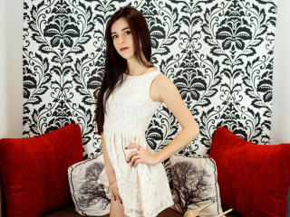 Webcam model UllaN from XLoveCam