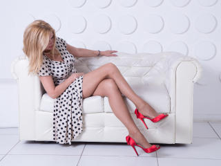 Picture of the sexy profile of HotTitsSquirtPussy, for a very hot webcam live show !