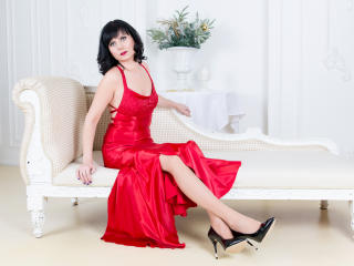 EvelinaX - online chat hard with a European MILF