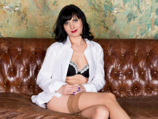 EvelinaX - Video chat hard with a MILF with regular tits