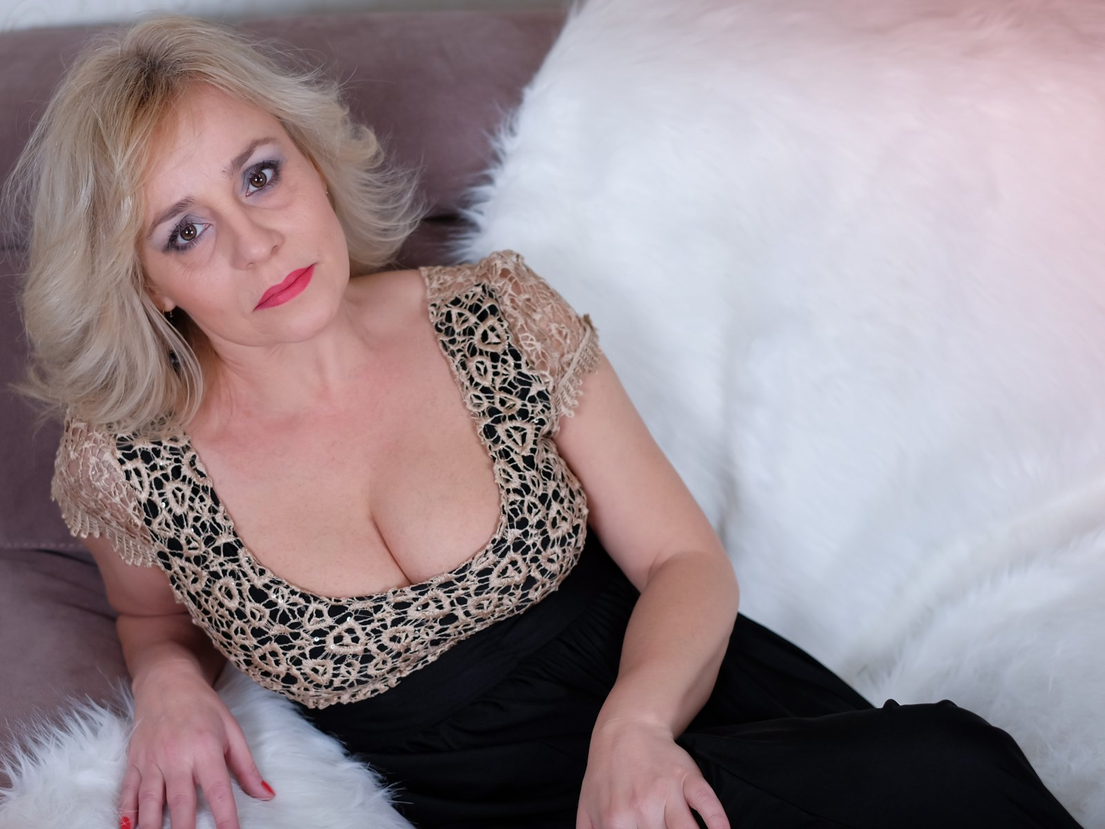 zrelaya-russkaya-blondinka