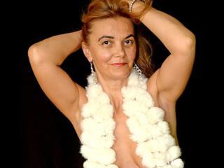 Webcam model LuckyKarina from XLoveCam