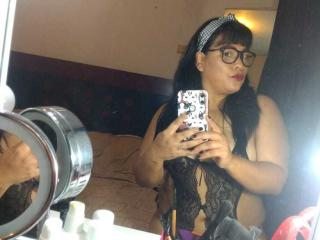 Webcam model BetsyXHot from XLoveCam