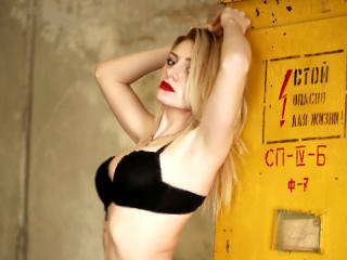 Webcam model OneHottyX from XLoveCam